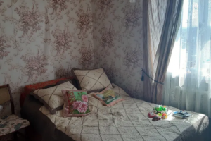 Продам трехкомнатную квартиру под ремонт на Тополе 1 (ЮМЗ)