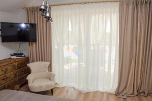 Продам современный дом в Новоалександровке